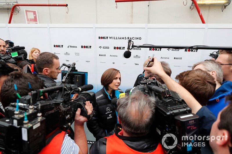 Claire Williams, Williams subdirector del equipo habla con los medios