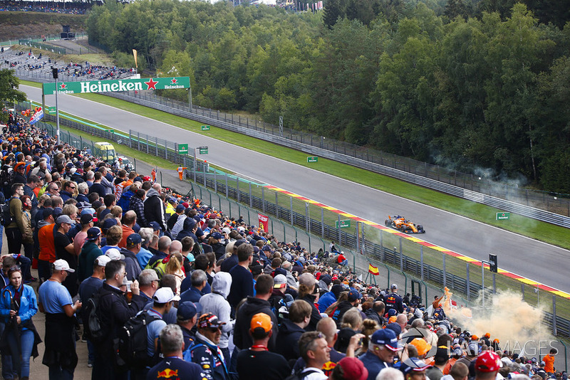 Fernando Alonso, McLaren MCL33, passes a bank of spectators