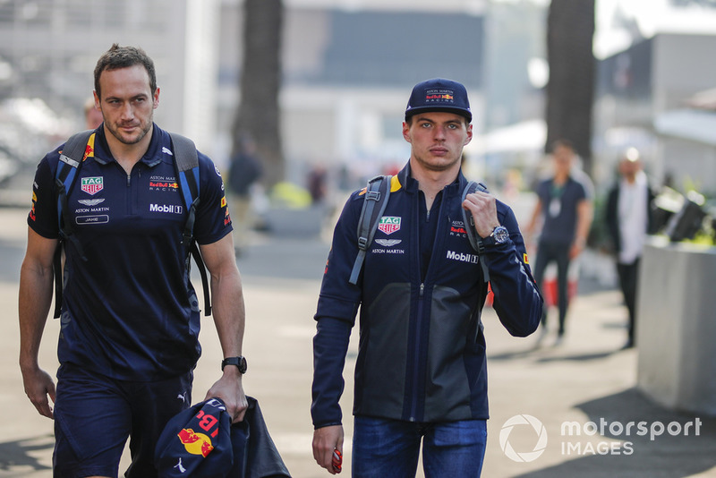 Jake Aliker, entraîneur, et Max Verstappen, Red Bull Racing