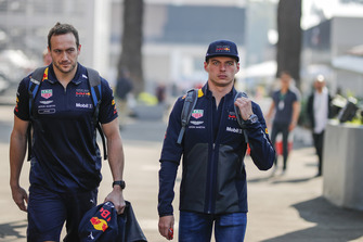 (L to R): Jake Aliker, Personal Trainer Red Bull Racing en Max Verstappen, Red Bull Racing