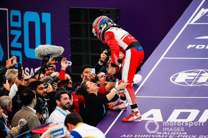 Jérôme d'Ambrosio, Mahindra Racing celebrates third position in parc ferme with his team