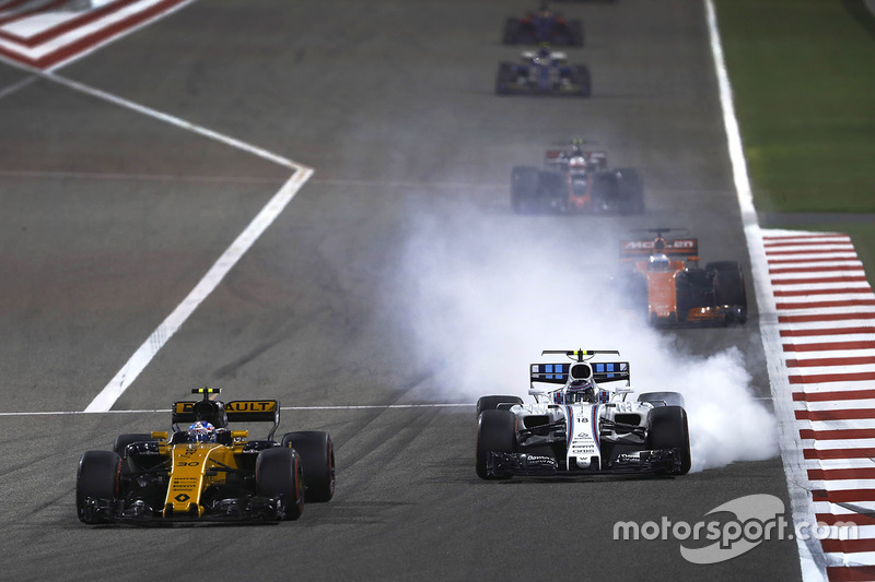Jolyon Palmer, Renault Sport F1 Team RS17, leads Lance Stroll, Williams FW40
