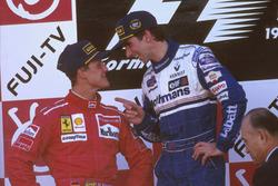 Podio: ganador de la carrera Damon Hill, Williams Renault; segundo lugar Michael Schumacher, Ferrari