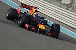 Max Verstappen, Red Bull Racing prueba los nuevos neumáticos Pirelli de 2017