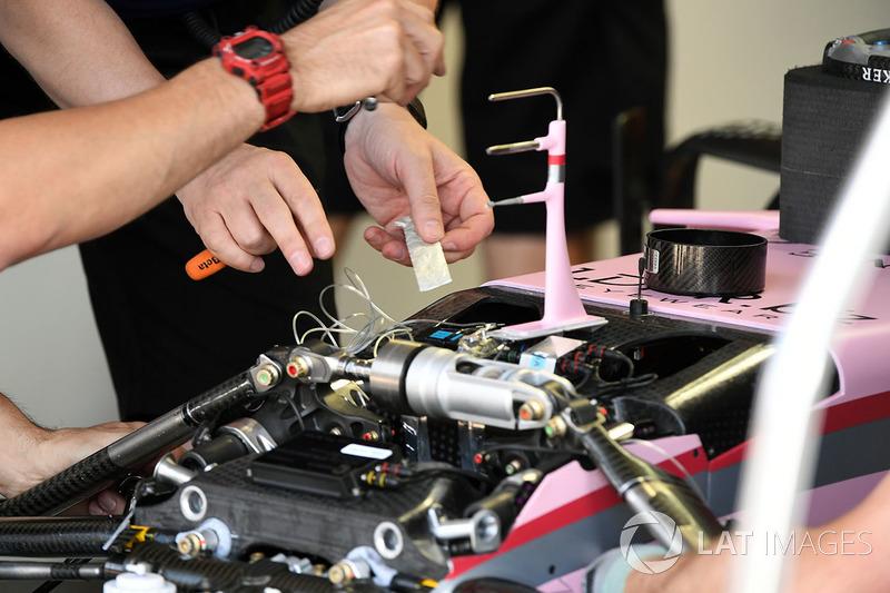 Detalle de suspensión y el chasis frontal VJM10 India de la fuerza