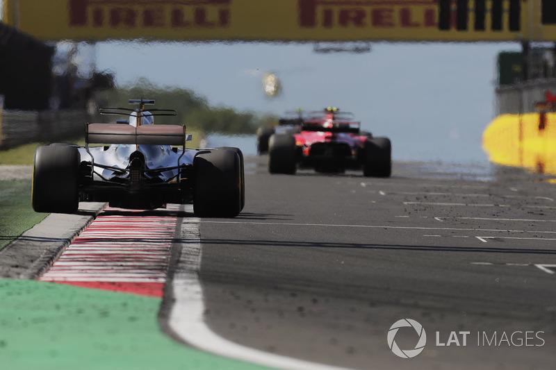 Льюіс Хемілтон, Mercedes AMG F1 W08, шасі Кімі Райкконена, Ferrari SF70H