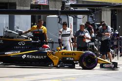 Фернандо Алонсо, McLaren, и Нико Хюлькенберг, Renault Sport F1 Team RS17