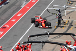 Sebastian Vettel, Ferrari SF70H pits, a broken front wing