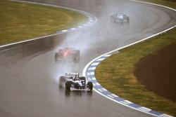 Jacques Villeneuve, Williams FW18 Renault con Michael Schumacher, Ferrari F310 e Jean Alesi, Benetton B196 Renault