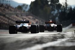 Stoffel Vandoorne, McLaren MCL32 y Max Verstappen, Red Bull Racing RB13