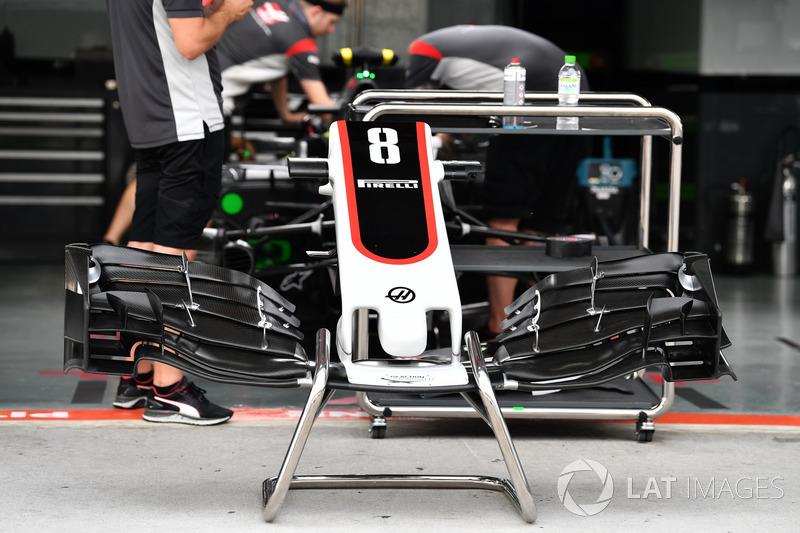 Nez et aileron avant de la Haas F1 Team VF-17