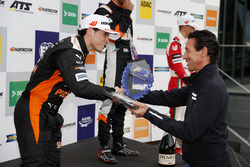 Rookie Podium: Joey Mawson, Van Amersfoort Racing, Dallara F317 - Mercedes-Benz with Manuel Reuter