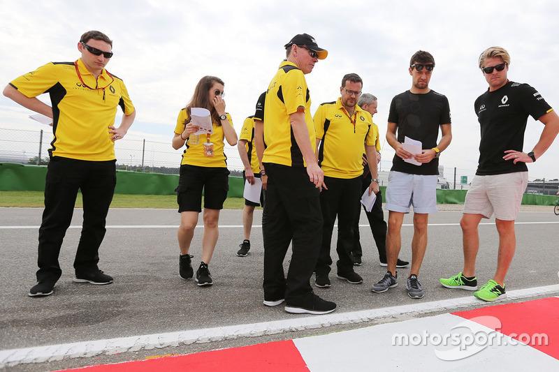 Alan Permane, Renault Sport F1 Team and Jolyon Palmer, Renault Sport F1 Team