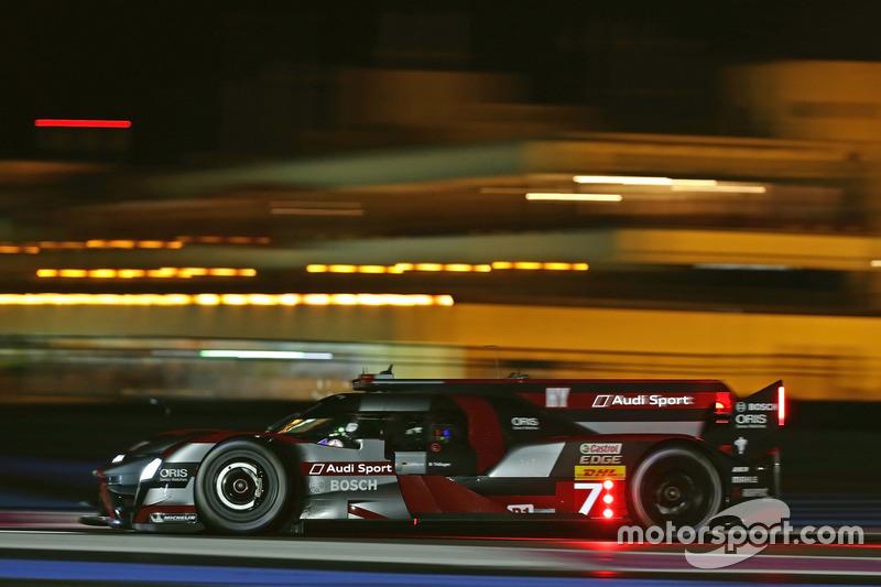 Der Audi-LMP1 bei Nacht