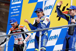 Podium: race winner Sete Gibernau, Telefónica Movistar Honda, second place Valentino Rossi, Repsol Honda Team, third place Alex Barros, Gauloises Yamaha Team