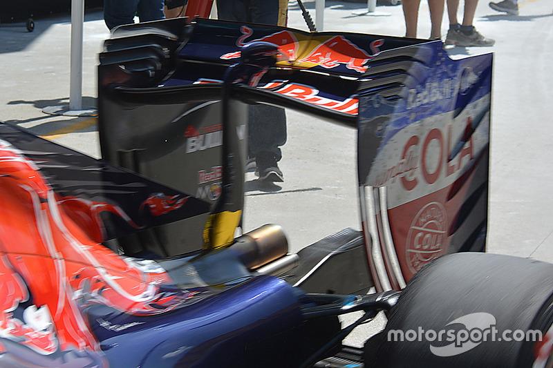 Toro Rosso STR11 rear wing