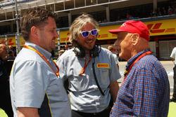 Директор Pirelli Motorsport Пол Хембрі, невиконавчий директор Mercedes Нікі Лауда