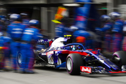Pierre Gasly, Toro Rosso STR13 Honda, leaves his pit box after a stop