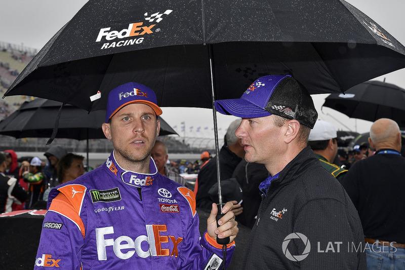 Denny Hamlin, Joe Gibbs Racing, Toyota Camry FedEx Freight e il crew chief Mike Wheeler