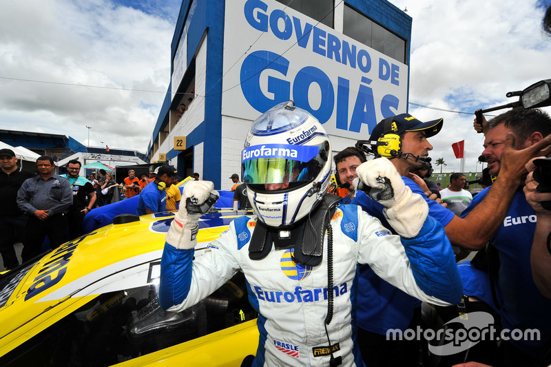 Daniel Serra, que largou na pole, foi o vencedor da corrida 1 da etapa da Stock Car em Goiânia.