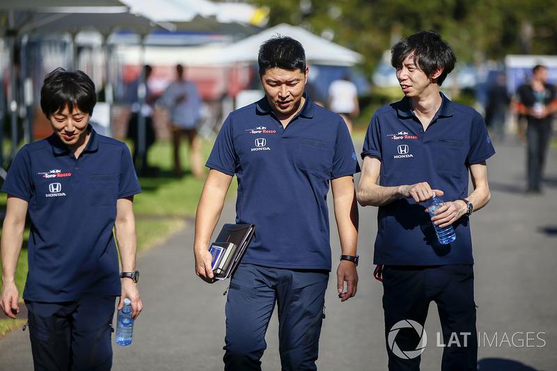 Toro Rosso Honda engineers