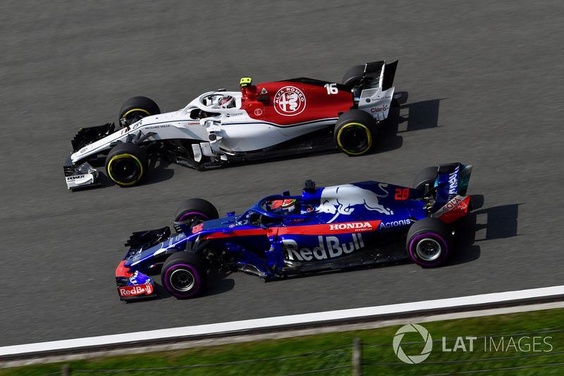Charles Leclerc, Sauber C37 e Brendon Hartley, Scuderia Toro Rosso STR13