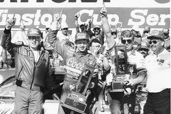 Ganador de la carrera Bill Elliott