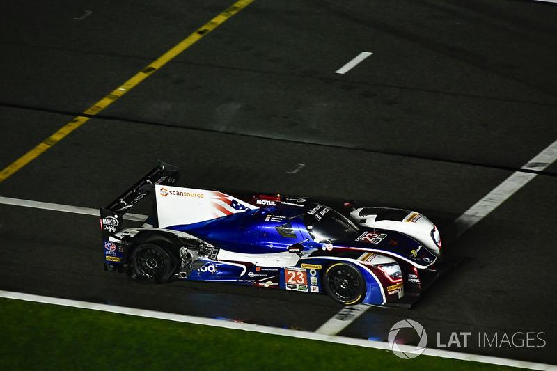 #23 United Autosports Ligier LMP2, P: Phil Hanson, Lando Norris, Fernando Alonso pit stop damage tire
