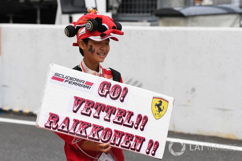 Ferrari fan and banner