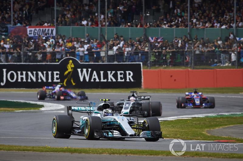 Valtteri Bottas, Mercedes AMG F1 W08, Romain Grosjean, Haas F1 Team VF-17, Carlos Sainz Jr., Scuderi