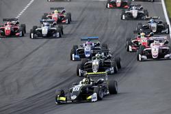Start: Lando Norris, Carlin, Dallara F317 - Volkswagen leads