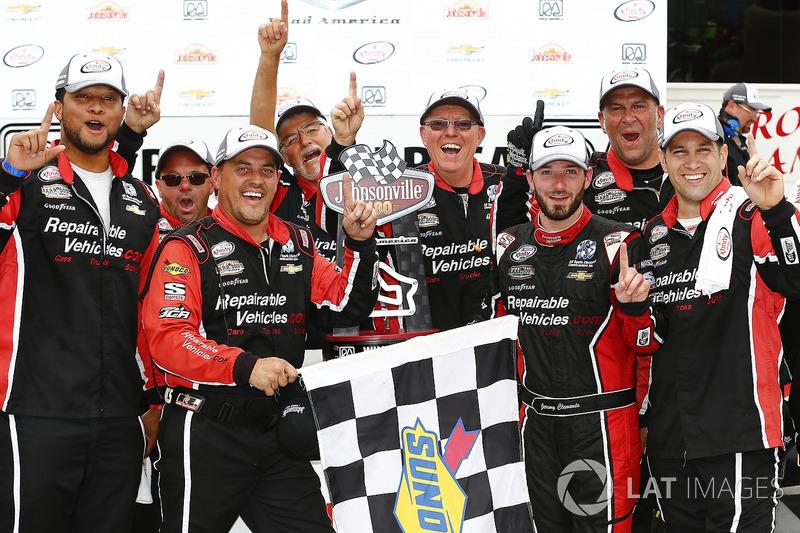 Jeremy Clements venceu a etapa de Road America pela Xfinity Series neste domingo, seu primeiro triunfo na carreira.