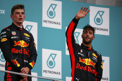 Podium : le vainqueur Max Verstappen, Red Bull Racing, le troisième, Daniel Ricciardo, Red Bull Racing