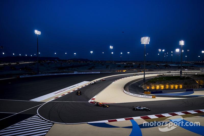 Lewis Hamilton, Mercedes AMG F1 W08, Max Verstappen, Red Bull Racing RB13, Daniel Ricciardo, Red Bull Racing RB13