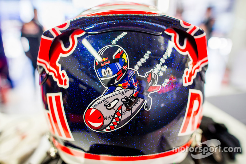 Шлем гонщика Toro Rosso Даниила Квята
