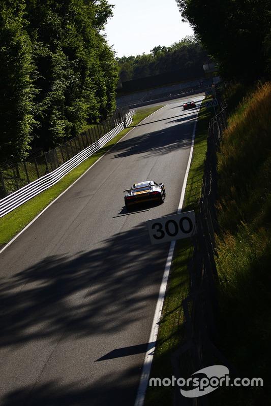 #17 Belgian Audi Club Team WRT, Audi R8 LMS: Stuart Leonard, Markus Winkelhock, Jake Dennis, Jamie Green