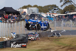 Crash: Todd Hazelwood, Brad Jones Racing Holden