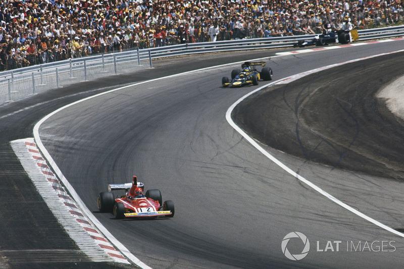 Нікі Лауда, Ferrari 312B3, попереду Ронні Петерсона, Lotus 72E Ford