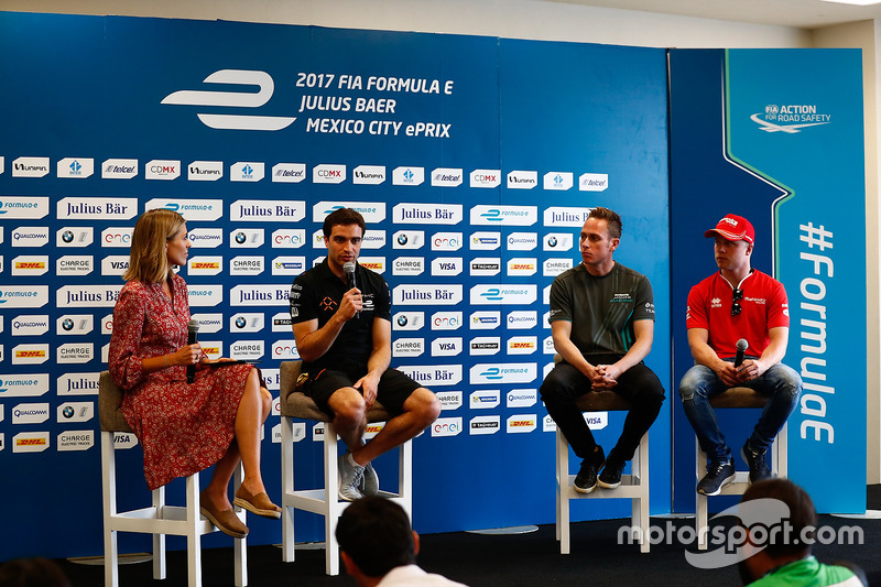 Nicki Shields, Formel-E-Moderatorin; Jérôme d'Ambrosio, Dragon Racing; Adam Carroll, Jaguar Racing; Felix Rosenqvist, Mahindra Racing