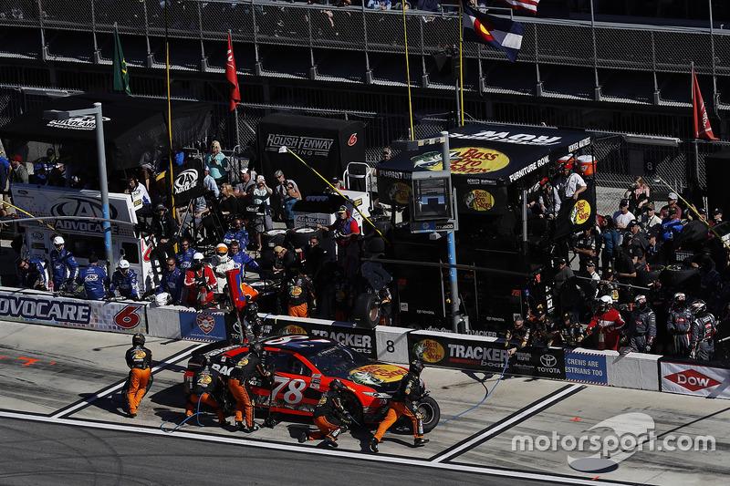 Martin Truex Jr Furniture Row Racing Toyota Pit Stop Daytona 500 Fotos Nascar Cup