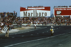 Race winner Marco Lucchinelli, Suzuki