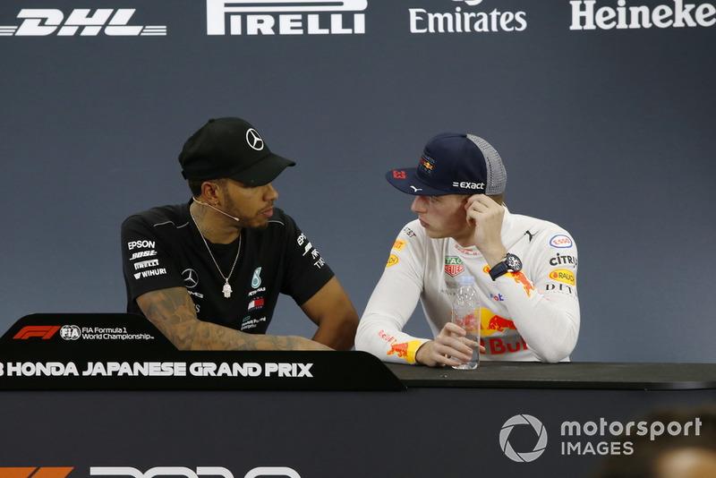 Lewis Hamilton, Mercedes AMG F1 e Max Verstappen, Red Bull Racing, nella conferenza stampa