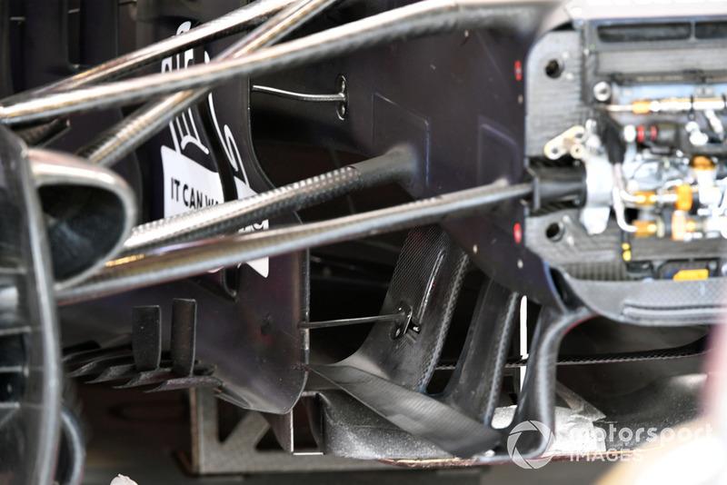 Red Bull RB14 sospensione anteriore e dettagli aero