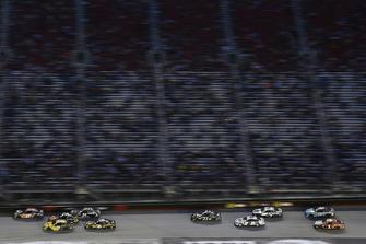 Denny Hamlin, Joe Gibbs Racing, Toyota Camry FedEx Freight e Daniel Suarez, Joe Gibbs Racing, Toyota Camry STANLEY
