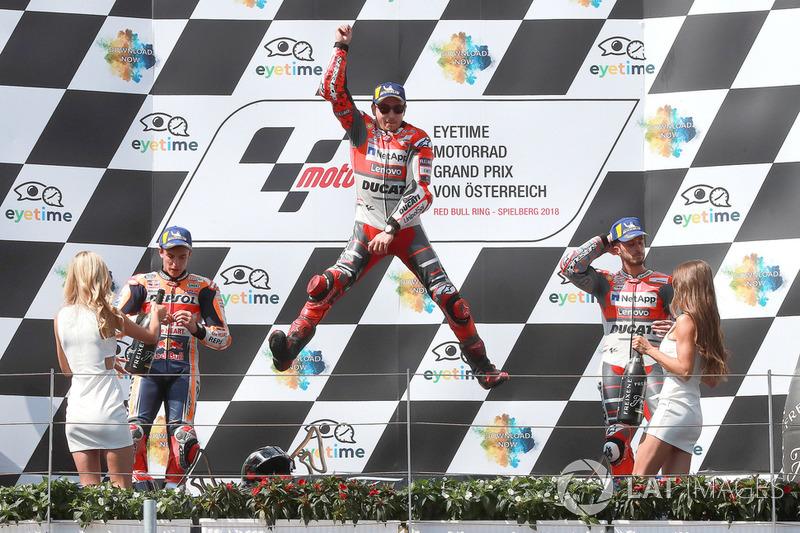 Sur le podium : le vainqueur Jorge Lorenzo, encadré du deuxième, Marc Márquez, et du troisième, Andrea Dovizioso