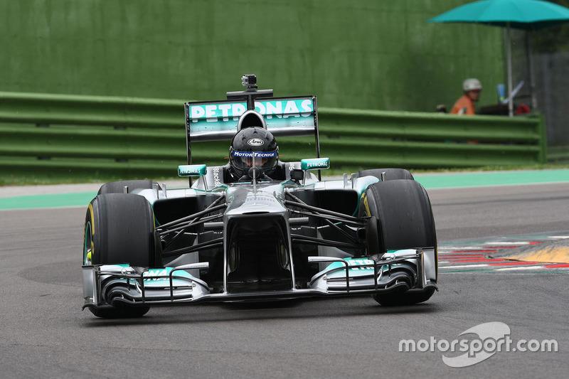 "<img src=""https://cdn-8.motorsport.com/static/img/cfp/0/0/0/100/108/s3/italy-2.jpg"" alt="""" width=""20"" height=""12"" />Альдо Коста (конструктор,руководитель инженерного департамента Mercedes)"