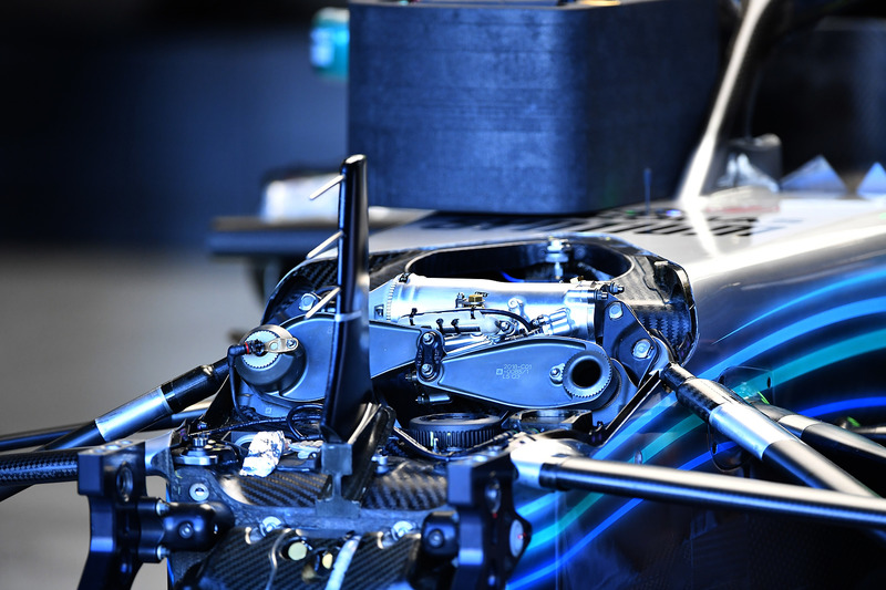 Mercedes-AMG F1 W09 front suspension detail