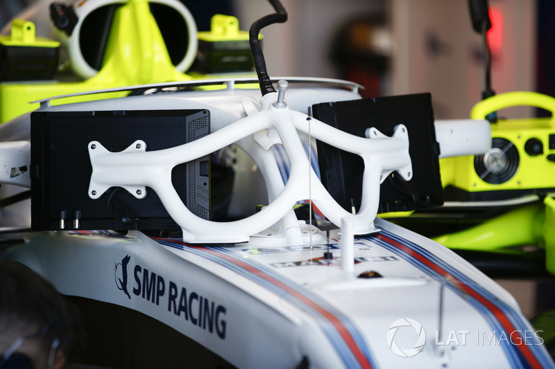 Sergey Sirotkin, Williams FW41 Mercedes, with the new halo-friendly display screen