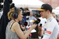 Stoffel Vandoorne, McLaren, met de media