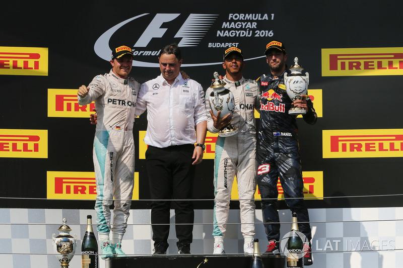 Podyum: 2. Nico Rosberg, Mercedes AMG F1, Ron Meadows, Mercedes AMG F1 Takım Menajeri, yarış galibi Lewis Hamilton, Mercedes AMG F1, 3. Daniel Ricciardo, Red Bull Racing